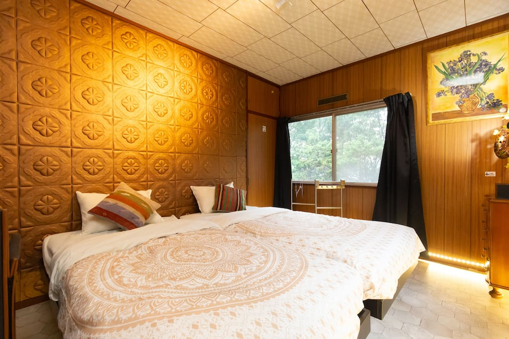 Soundproof decorative wall