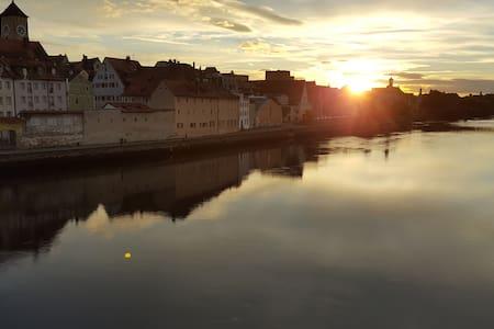 Beste Lage an der Steinernen Brücke! Innenstadt!! - Regensburg