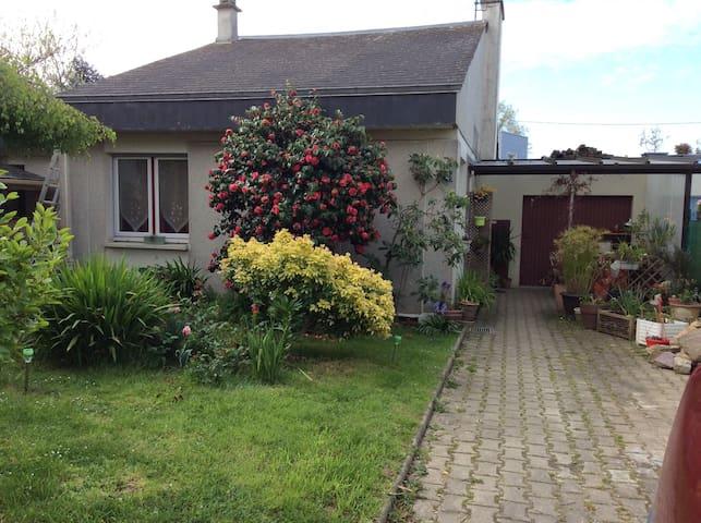 Une chambre dans maison conviviale - Rennes - Maison