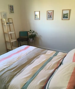 Light filled room close to transport and airport - Thomastown - 独立屋