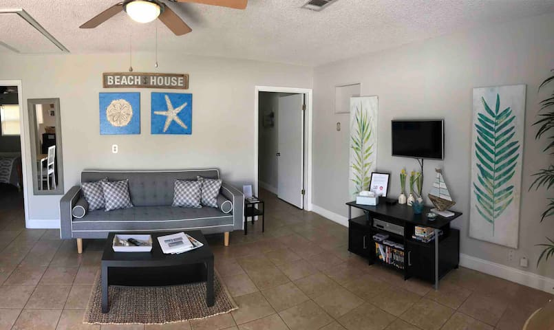 Private Cottage Minutes from Universal Parks