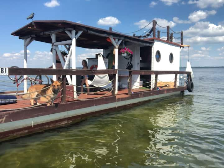 Barka Cudowny pływający dom. Floating house  