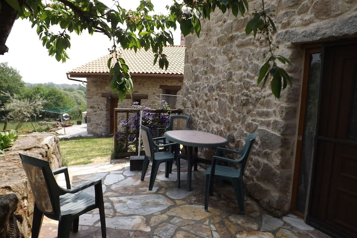 Beautiful, quiet country house with garden in the middle of the Ribeira Sacra