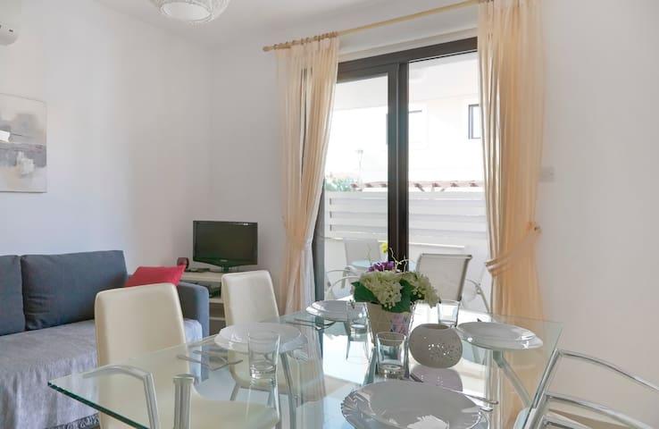 View to the living-room and terrace from the entrance door * Вид на гостиную и террасу от входной двери