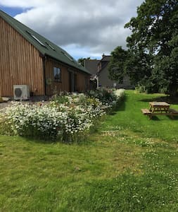 Mains o'Noth Lodge - Skye - Rhynie - Rumah