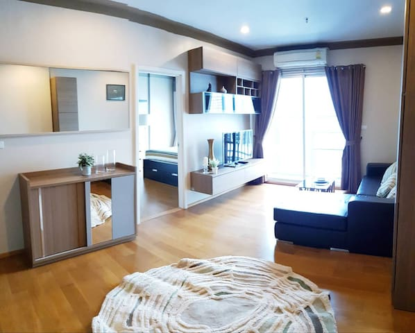 1 Bedroom Luxury Condo near BTS Station