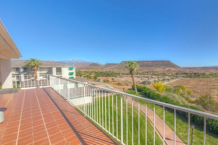 Views for Days from Luxury Condo! Last min=$100 - St. George