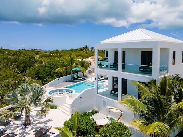 Villa Cena: BRAND NEW Waterfront Retreat
