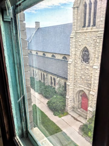 Views of St James historic church from the baywindow, bathroom and kitchen!