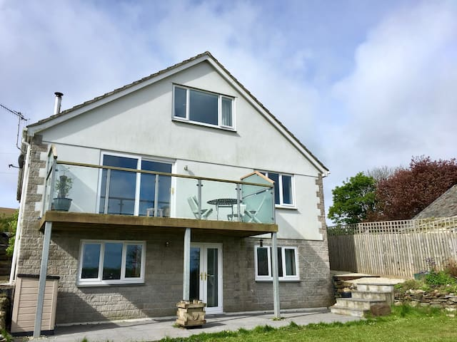 TRESOR - large, modern, detached 4 bed house