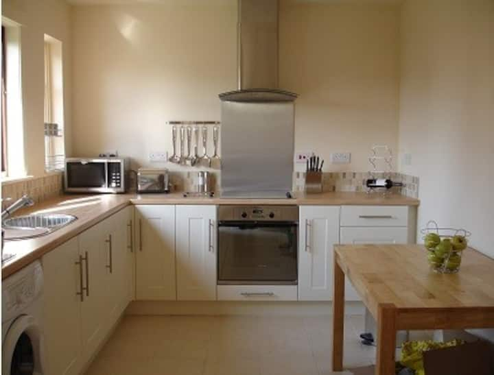 Comfy Highland Homestay, House with Garden, Tain