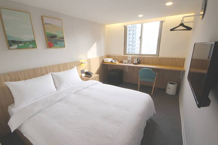 Ximen MRT 2mins-Bright n Cozy wz Bathtub-Double Rm