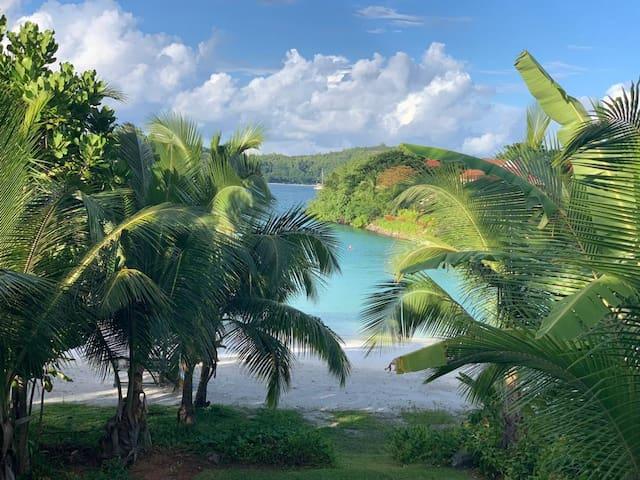 Eden Island Luxury Beach-Front Apartment- Emerald