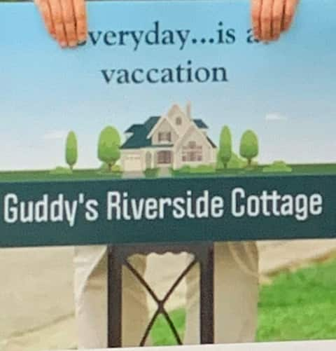 Guddy's Riverside Cottage