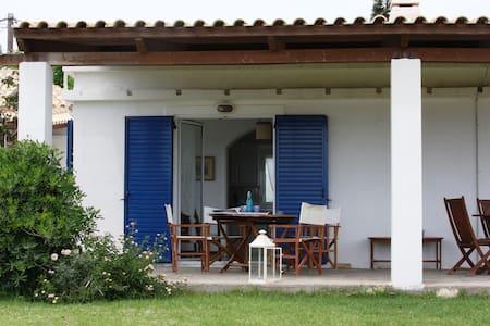 Kaliviapettit Villa in Afantou Golf - Afantou