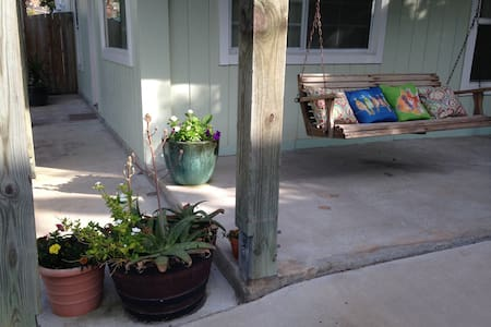 Green Two*Beach Close*Pool  *Pets R Welcome& Free!
