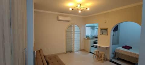 Casa de estilo estudio entera con aire acondicionado y aire acondicionado