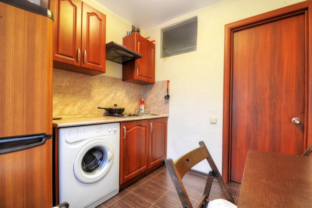 Кухня выполнена в одном цветовом решении