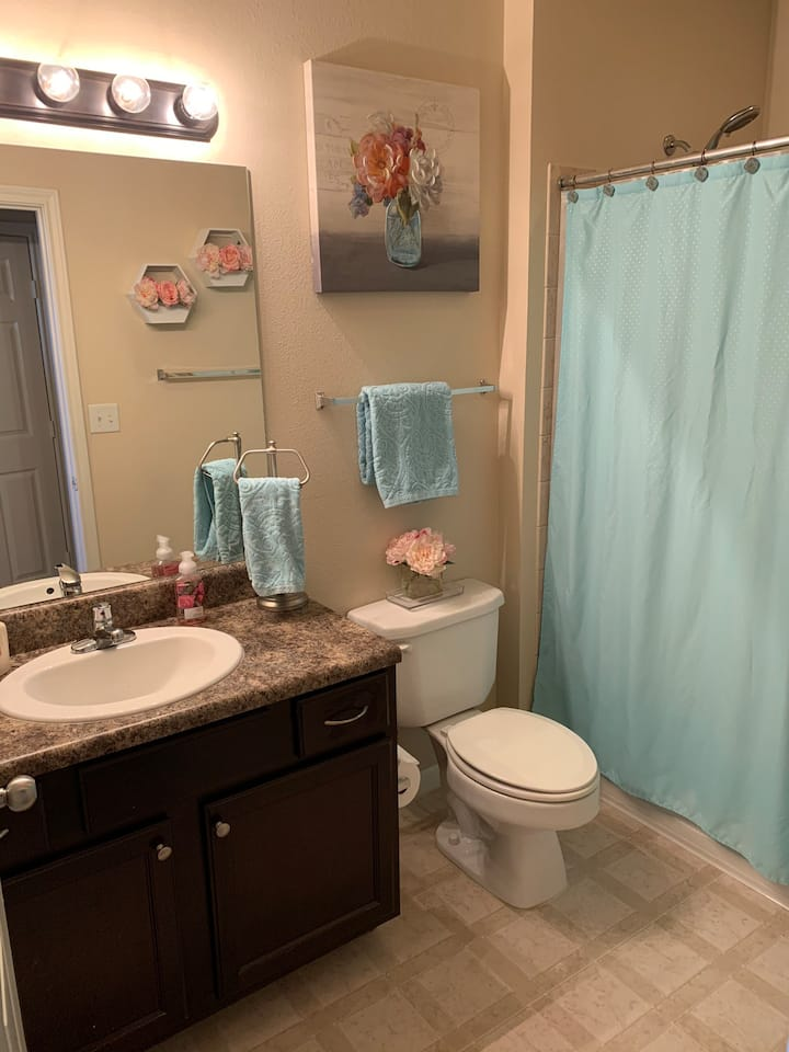 Private Queen Bed&Bath- Complementary Coffee!