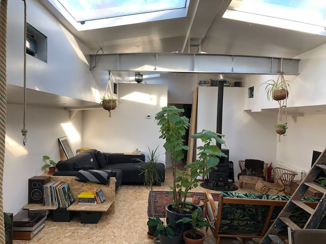 Stay at a historic houseboat in central Utrecht