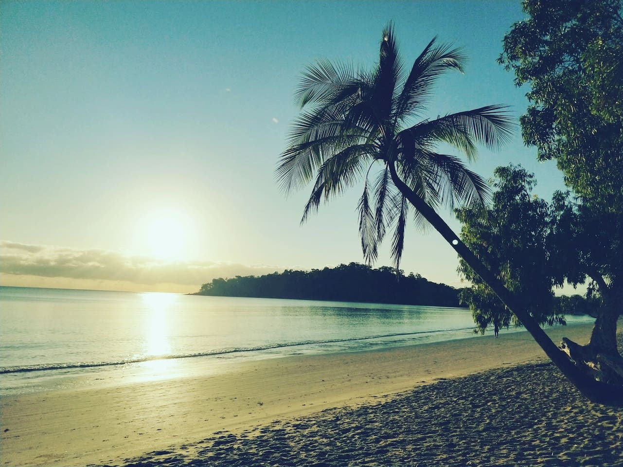 Only 7 minutes walk to this sensational beach.   Enjoy coffee or a meal at the Kewarra resort  The walk to palm cove takes about 40minutes