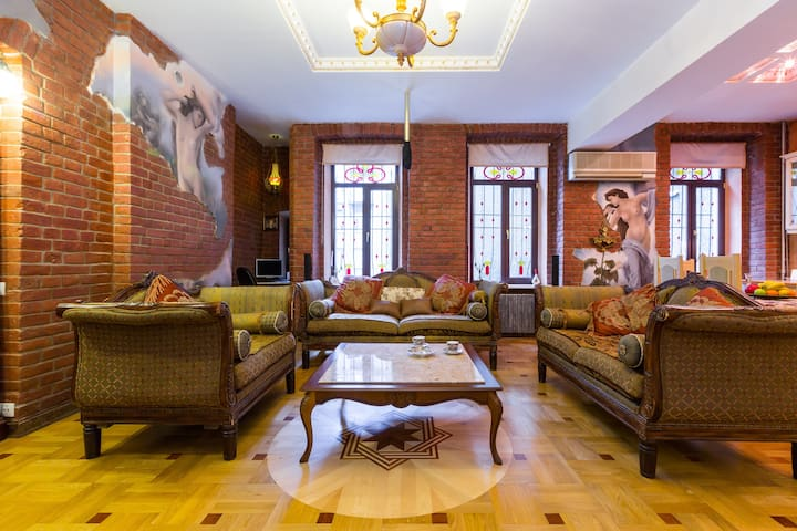 🔑💎 Gorgeous antique apartment in the city centre