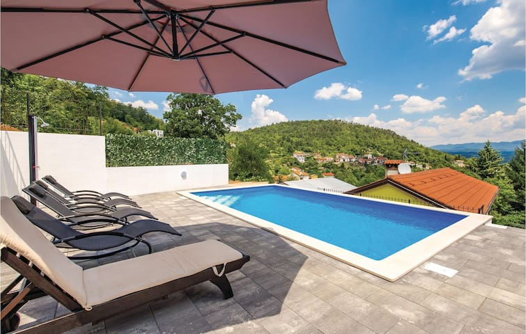 Holiday cottage with 4 bedrooms on 120m² in Rukavac