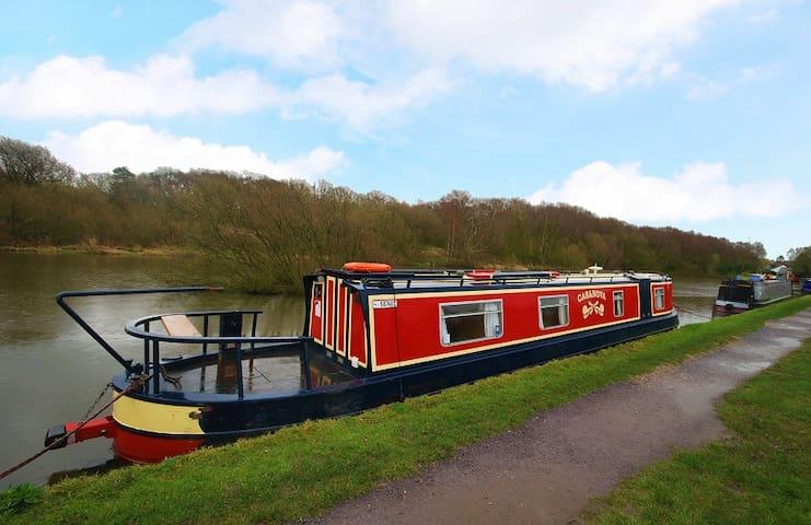 Floating Holidays, Narrowboat Casanova, Sleeps 2
