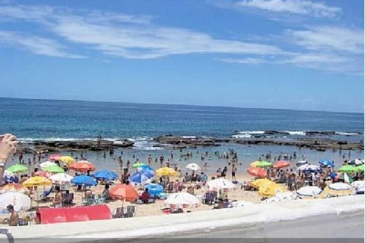 Flat em frente à praia do farol da Barra