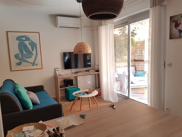Cosy flat Terrace close Port and Old-Nice WIFI/AC