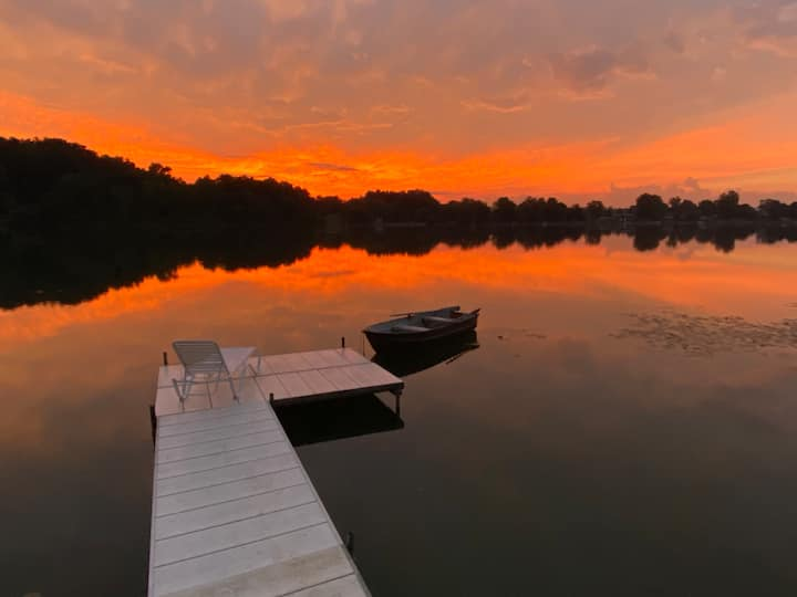 Eden On East Lake: 2 BR | Waterfront | Giant Yard