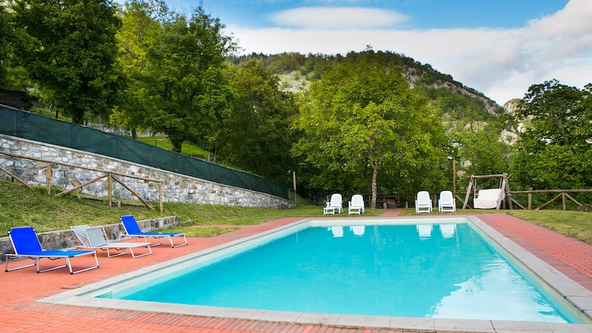 Farmhouse villa, private pool & panoramic views - Corfino - Huis