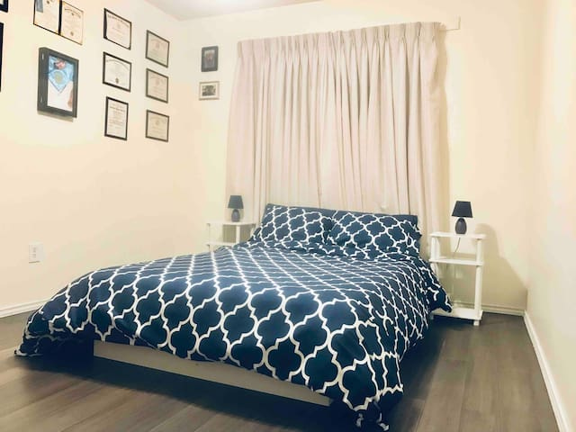 Full bed, shared bath, close to Airport and Cota