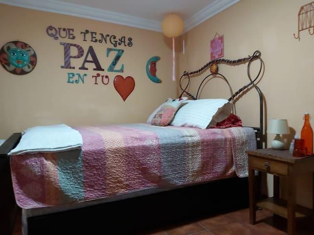 Casa de Arte 1 (great reviews & private bathroom)