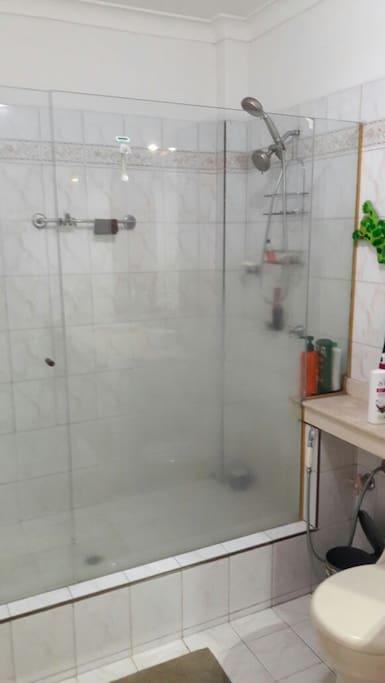 Main bathroom-Baño principal