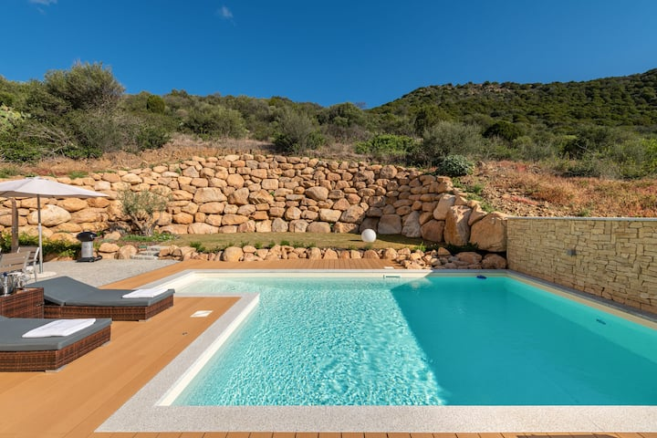 Luxurious Holiday Home with Terrace, Wi-Fi, Air Conditioning & Pool; Parking Available, Smaller Pets Allowed