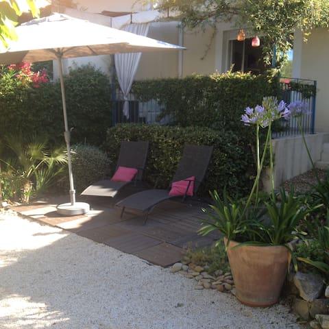 villa de 3 chambres avec jardin arboré - Sussargues