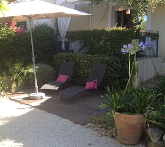 villa de 3 chambres avec jardin arboré - Sussargues - Huis