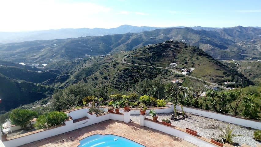 Top of the mountain Spacious Guest Room & Bathroom - Málaga