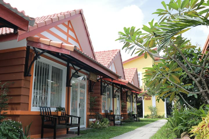 bungalow with garden view (free bicycle, Wifi)
