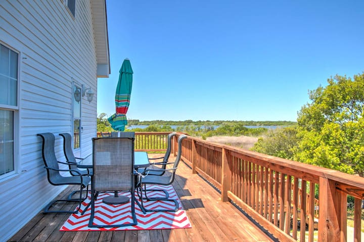 Newly Renovated Family Home w/Deck - Walk to Beach