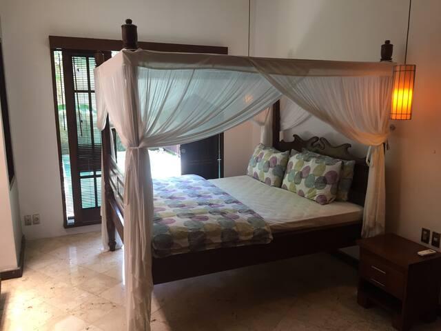 Sanur - Private Room - Pool - 10min walk to beach!