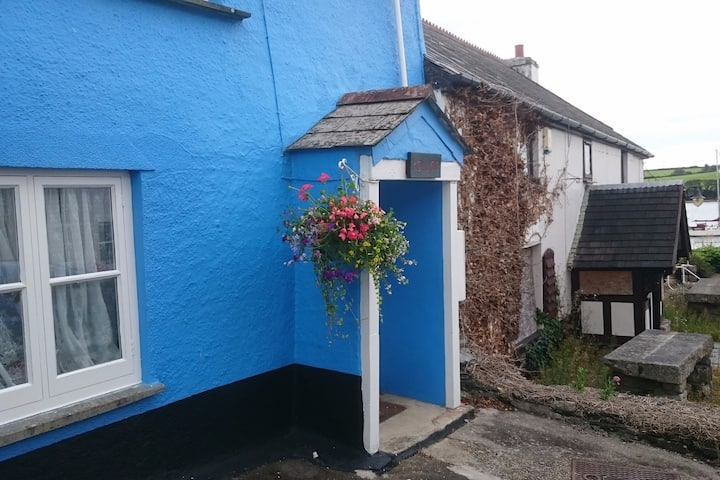 Cornish cottage in remote village on Tamar estuary