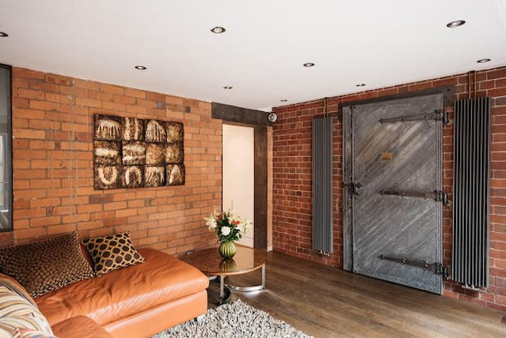 Amazing West Didsbury apartment in an old Bank.