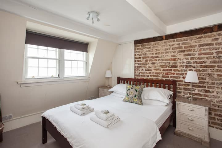 Private Room Penthouse Shaftesbury Avenue (2)