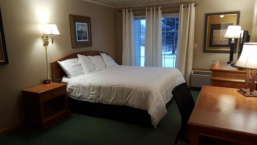 The lap of luxury! Amerivu Inn and Suites- New Richmond - 1 Queen Kitchen Patio-NS