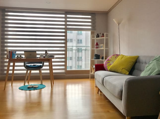 Charming, Sunny 1BR with a big window~ !! - Seo-gu - Apartamento