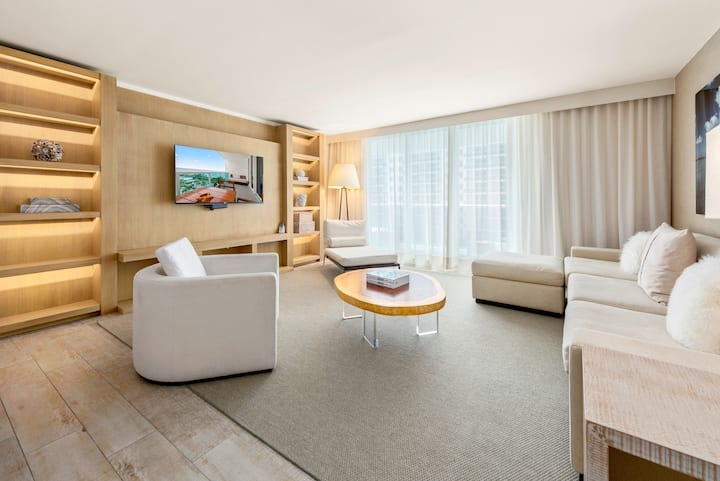 5 Star 3/3 Ocean View located at 1 Hotel & Homes