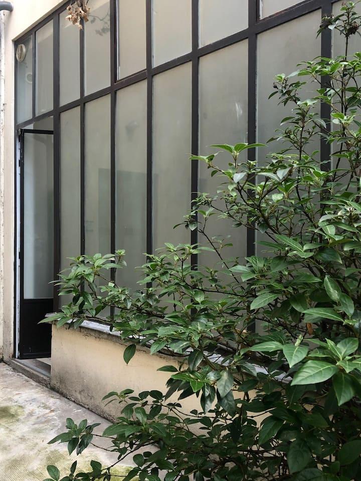 Loft sur cour privée à Montmartre