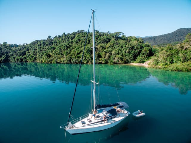 """Stay in 40"""" sailboat sailing in Paraty Rj"""